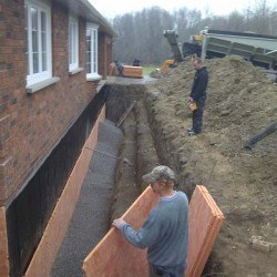 Applying drainage board