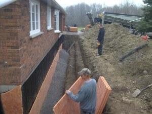 Applying drainage board